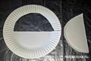 Вырезаем из бумажной тарелки середину