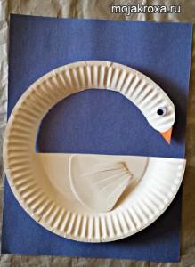 лебедь из бумажной тарелки